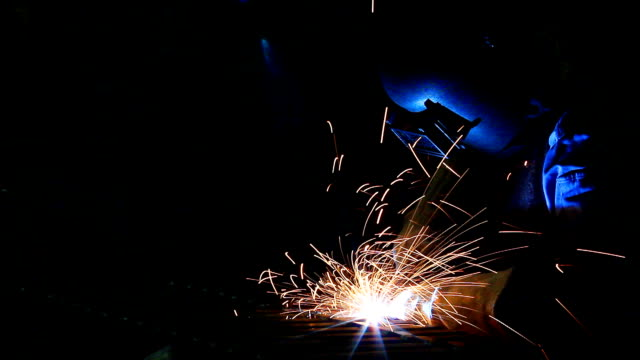 stockvideo's en b-roll-footage met hd:welding work. - lassen
