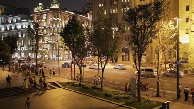 he bund at night in shanghai. night view along the bund in central shanghai - viale video stock e b–roll