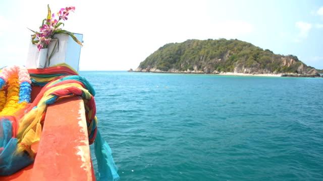 head of FishingBoat into island video