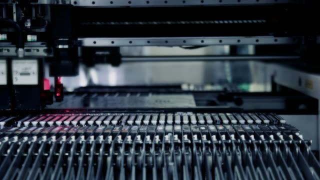 ヘッド smt が電気部品を飼育 - 機械部品点の映像素材/bロール