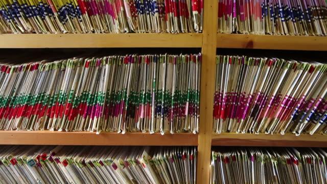 医療記録は、医者のオフィス - ファイル点の映像素材/bロール