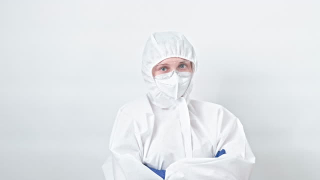 healthcare worker confident doctor ppe face mask - google filmów i materiałów b-roll