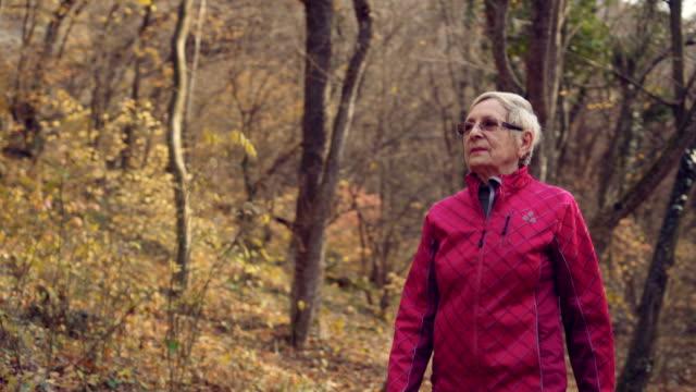 vídeos de stock e filmes b-roll de healthy and active - old lady