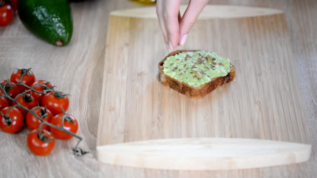 vídeos de stock e filmes b-roll de healthy avocado toasts for breakfast or lunch with flax seeds - carcaça