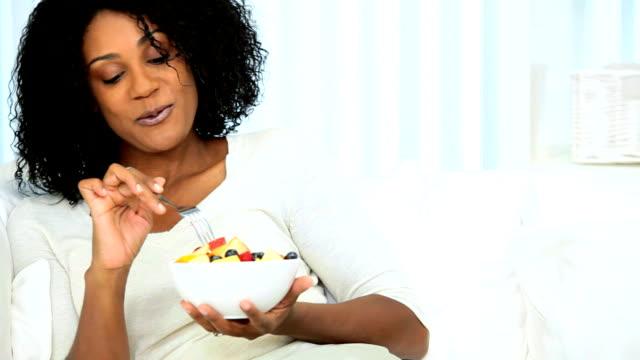 healthy female enjoying low fat diet - kendini şımartmak stok videoları ve detay görüntü çekimi