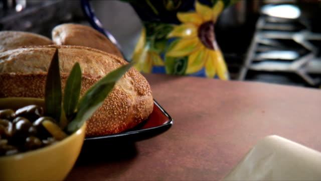 vídeos y material grabado en eventos de stock de refrigerios saludables - comida salada
