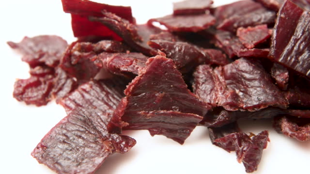 heap of beef jerky close up - говядина стоковые видео и кадры b-roll