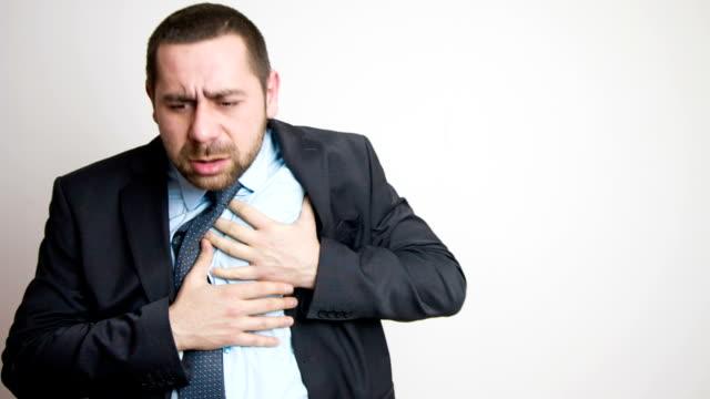 vídeos de stock e filmes b-roll de ataque cardíaco - ataque cardíaco