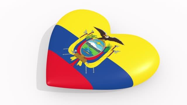 stockvideo's en b-roll-footage met heart in kleuren en symbolen van ecuador op witte achtergrond, lus - ridderlijkheid