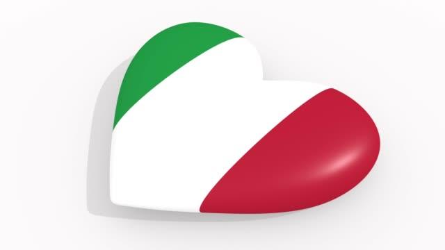 stockvideo's en b-roll-footage met heart in kleuren en symbolen van italië op witte achtergrond, lus - ridderlijkheid