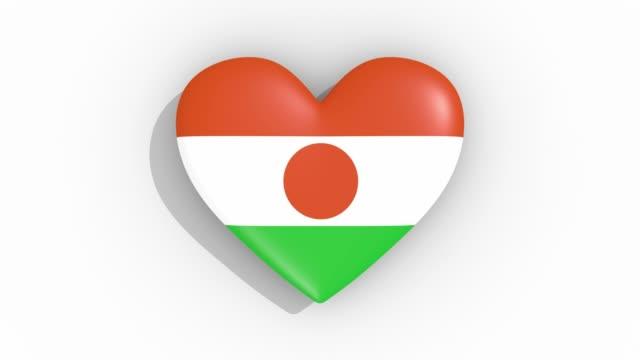 stockvideo's en b-roll-footage met heart in kleuren vlag van niger pulsen, lus - ridderlijkheid