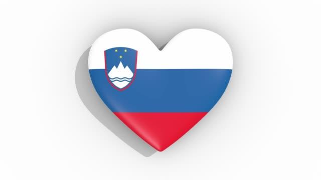 stockvideo's en b-roll-footage met heart in kleuren vlag van slovenië pulsen, lus - ridderlijkheid