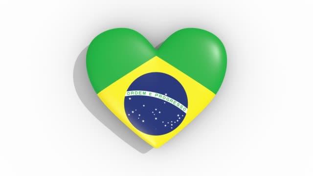 Coração nas cores da bandeira do Brasil, pulsos, loop - vídeo