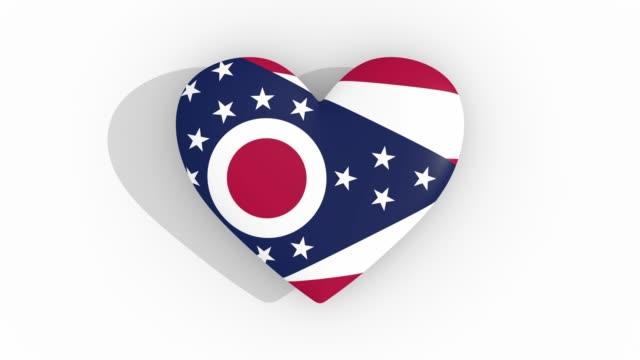 ohio bakliyat bayrağı renklerde kalp, döngü - columbus day stok videoları ve detay görüntü çekimi