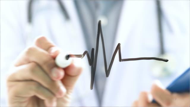 vídeos de stock e filmes b-roll de heart rate pulse waveform with doctor medical exam - instrumento para diagnóstico