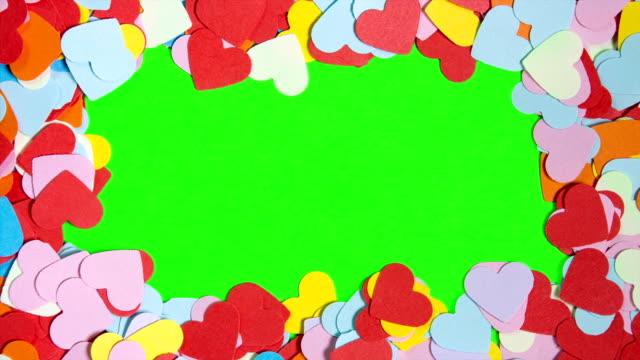 stockvideo's en b-roll-footage met hart-vormige op het groene scherm - kaderrand