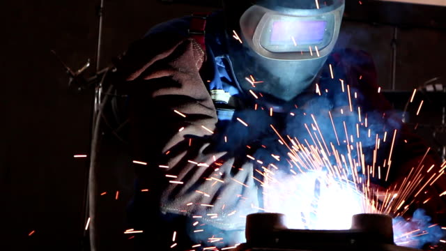 stockvideo's en b-roll-footage met heavy industry - welding - lassen