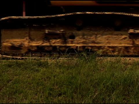 heavy machinery - 描述 個影片檔及 b 捲影像