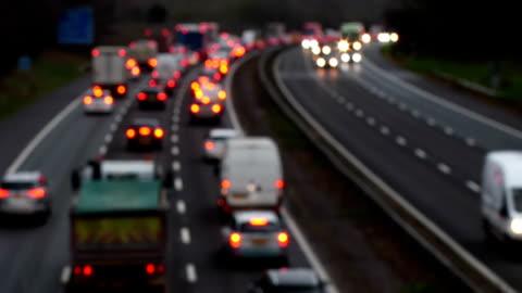 vidéos et rushes de trafic de lourdes autoroutier vers l'ouest, greater london m25. - autoroute