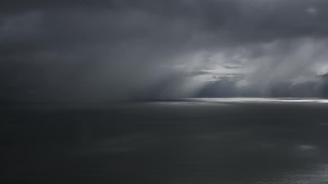 vídeos de stock e filmes b-roll de heavy rain timelapse - wellington