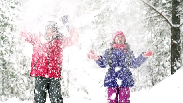 heavy snowfall - snow kids bildbanksvideor och videomaterial från bakom kulisserna