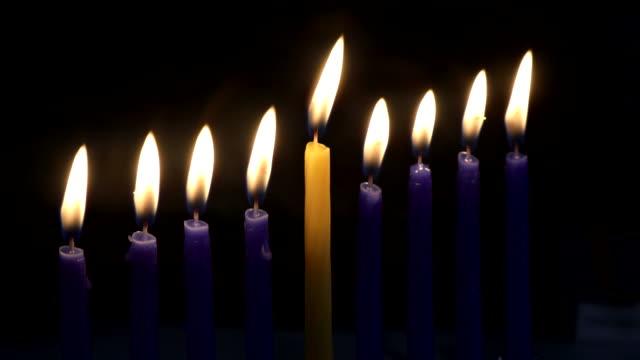 vídeos y material grabado en eventos de stock de hebre menorah de hanukkah con velas encendidas es símbolo tradicional para las vacaciones judías - hanukkah