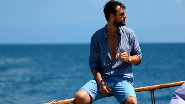 hedonist. - яхта стоковые видео и кадры b-roll