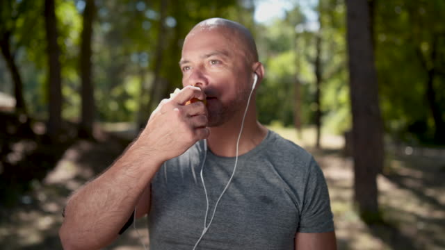 helathy lifestyle, healthy eating - спортсмен стоковые видео и кадры b-roll