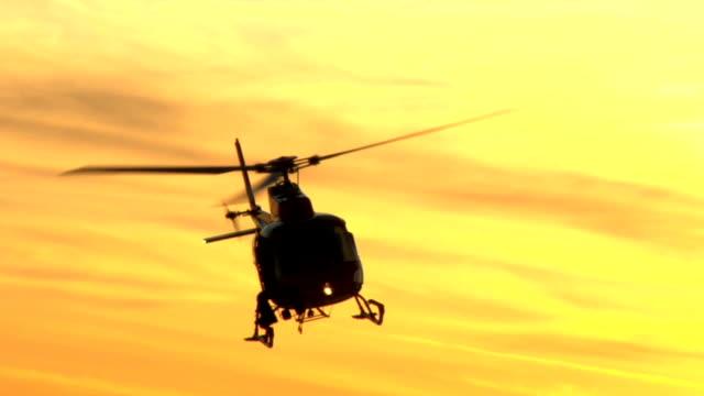 ヘリコプターのフライトの夕暮れ - ヘリコプター点の映像素材/bロール