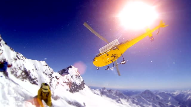 elicottero/heliboarding in francese alpes - snowboarding video stock e b–roll