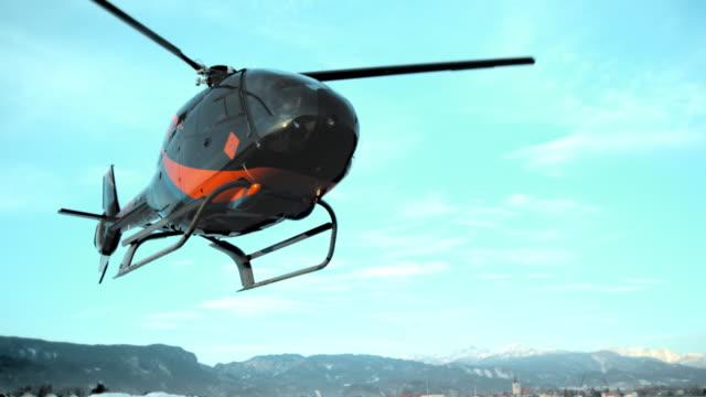 slo mo ld ヘリコプター舞うライトの接地 - ヘリコプター点の映像素材/bロール
