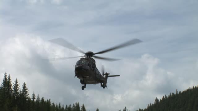 hd :ヘリコプター着陸 - ヘリコプター点の映像素材/bロール