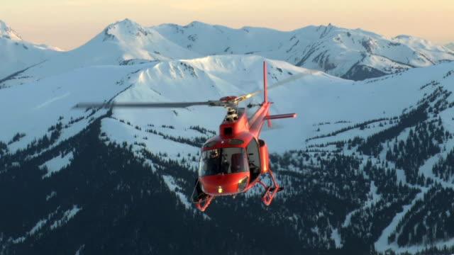 夕暮れのヘリコプター離陸 - ヘリコプター点の映像素材/bロール