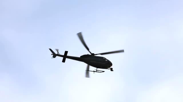 vídeos de stock e filmes b-roll de helicóptero de tv - helicóptero