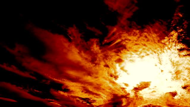 il tempo delle nuvole di fuoco infernali decade - inferno video stock e b–roll