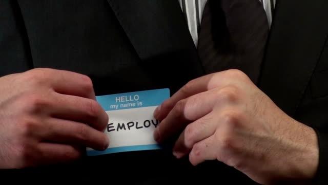 vídeos de stock e filmes b-roll de olá meu nome é desempregados-hd - badge