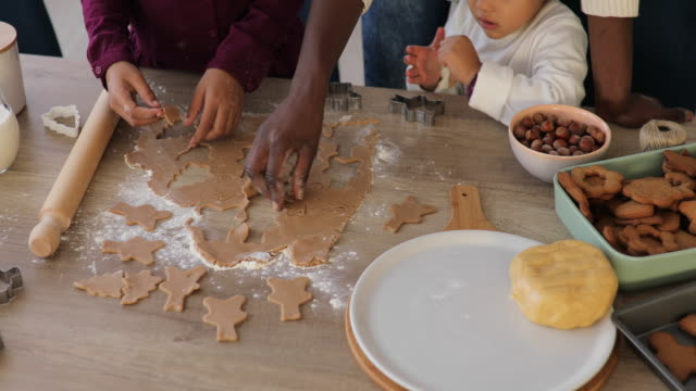 vídeos de stock e filmes b-roll de helping hands making cookies - christmas cookies