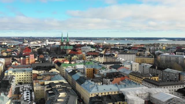 helsingfors, finland. flygvy över staden, hamnen och johannes kyrkan - drone helsinki bildbanksvideor och videomaterial från bakom kulisserna