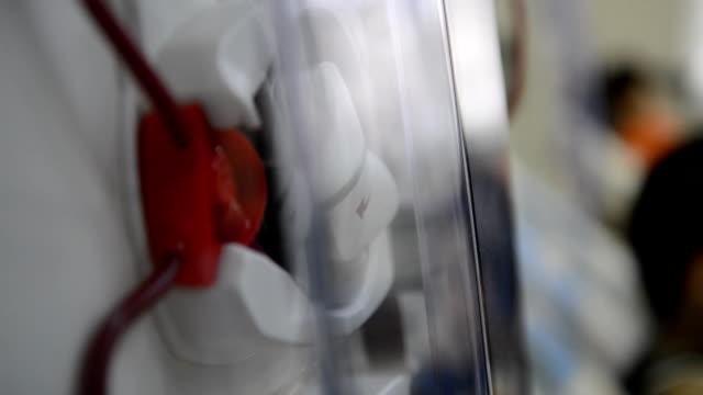 vídeos de stock, filmes e b-roll de máquinas de hemodiálise com a tubulação. - diálise