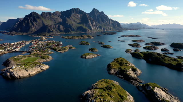 vídeos de stock e filmes b-roll de henningsvaer lofoten is an archipelago in the county of nordland, norway. - lofoten