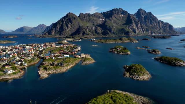 vídeos de stock e filmes b-roll de henningsvaer lofoten is an archipelago in the county of nordland, norway. - reine