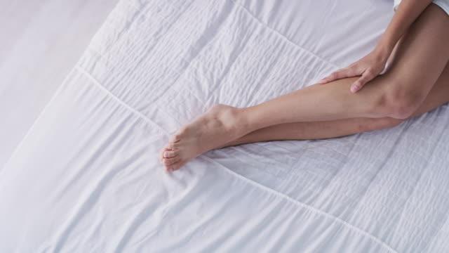 her legs are like smooth, long ride - гладкая поверхность стоковые видео и кадры b-roll