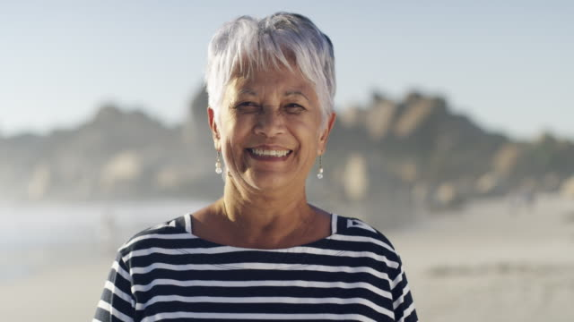 stockvideo's en b-roll-footage met haar glimlach is zo mooi als haar - oudere vrouwen