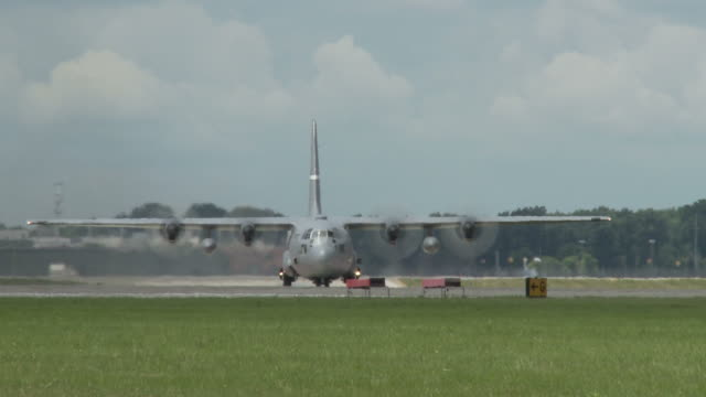 C-130 Hercules Taxiing 24_1 video