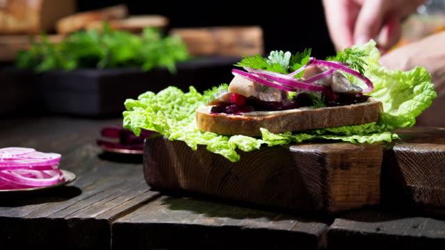 Video Herring sandwiches
