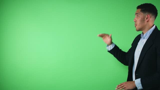 vídeos de stock e filmes b-roll de he's an expert on the weather - weatherman