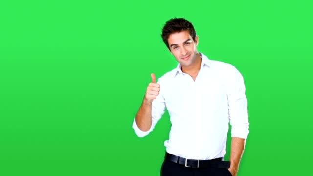 vídeos de stock e filmes b-roll de he's one positive guy! - homem casual standing sorrir