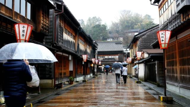 higashi-chaya-distrikt in kanazawa mit regen, japan - tradition stock-videos und b-roll-filmmaterial