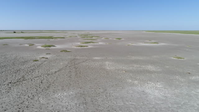 4K high aerial fly over view of the Makgadikgadi pans, Botswana 4K high aerial fly over view of the Makgadikgadi pans, Botswana salt flat stock videos & royalty-free footage