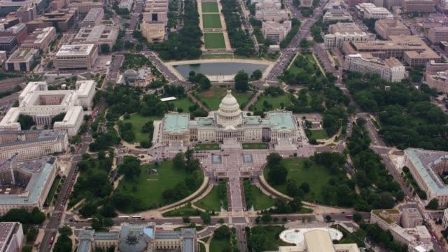 yüksek açı havadan görünümü bize capitol binası. - cumhuriyet günü stok videoları ve detay görüntü çekimi